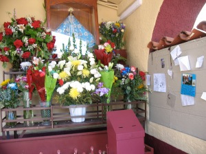 grotto of offerings at La Placita